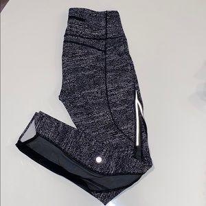 NWOT Lulu lemon Legging 6 black/white +mesh detail